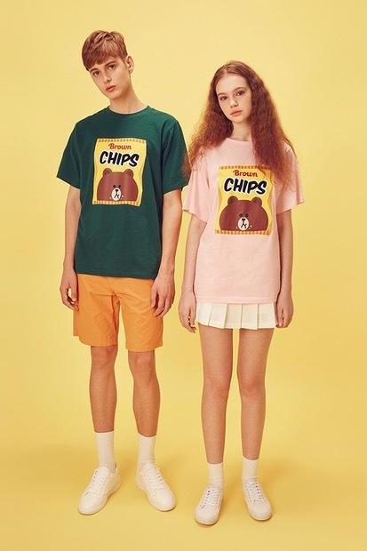 [Line Friends] Brown Chips Loose Fit Graphic Tee Featuring Crew Neck